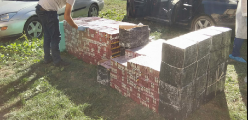 TUTUNUL LA CONTROL: Țigări de contrabandă găsite și-n mașini, și în tren
