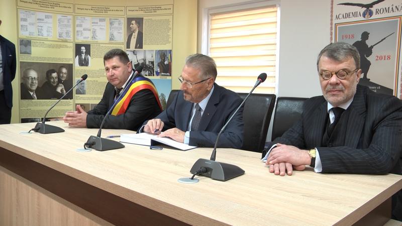 SPECIAL: Fostul președinte Emil Constantinescu, în vizită la Giulești