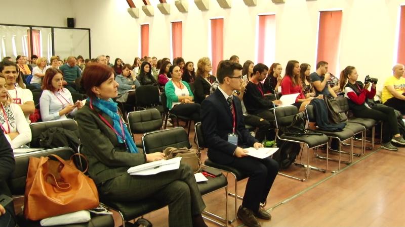 """""""INDEPENDENT, DAR NU SINGUR"""": Ce s-a discutat la conferința dedicată tinerilor instituționalizați"""