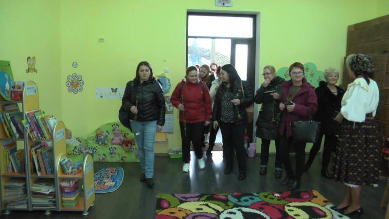 SCHIMB DE EXPERIENȚĂ: 40 de cadre didactice primite cu pâine și sare plus un moment artistic la Grădinița nr. 9