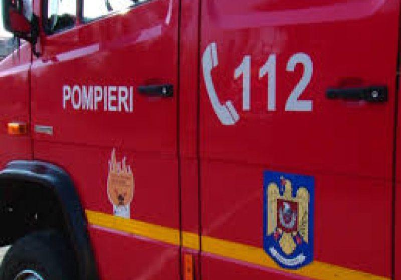 Intervenție la o mansardă în flăcări plus un bărbat salvat dintr-un canal