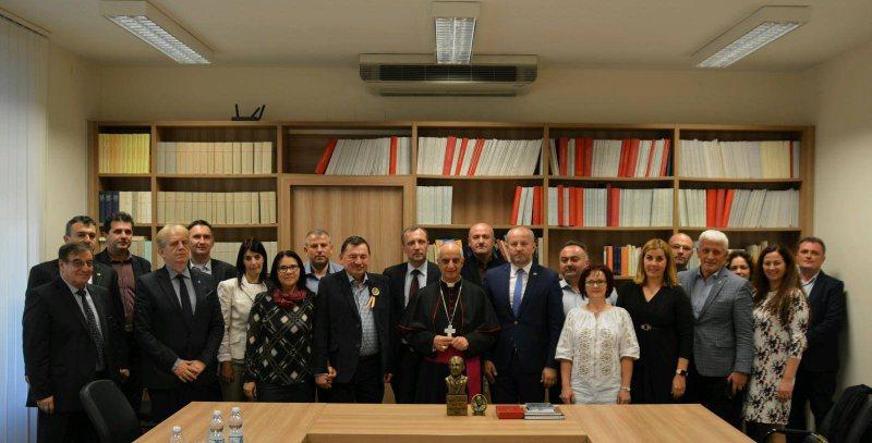 LA VATICAN: Invitație în Maramureș transmisă Preşedintelui Consiliului Pontifical pentru Promovarea Noii Evanghelizări