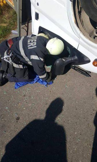 ACCIDENT: Un camion cu butelii s-a răsturnat, în Tăuții Măgherăuș