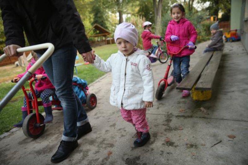 S-A VOTAT: O ţară europeană taie alocaţiile copiilor de imigranţi. România va fi printre ţările afectate