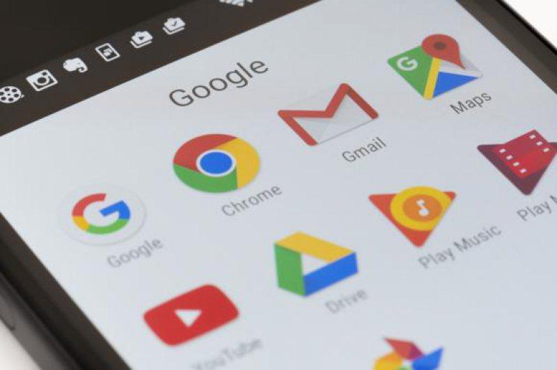 """SCUMPIRI: Google """"pedepsește"""" utilizatorii de telefoane cu Android din Europa"""