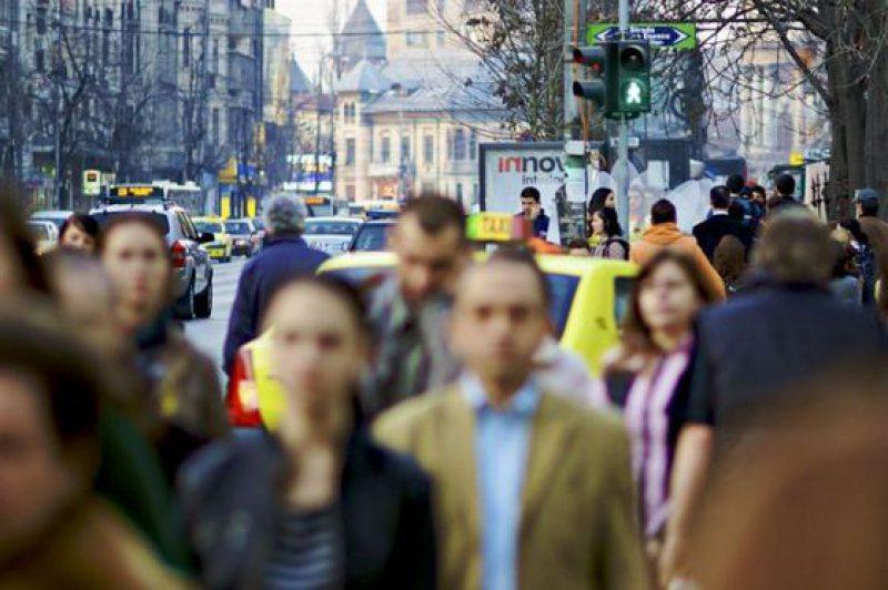 STUDIU: Românii cred că sunt superiori cultural altor naţii
