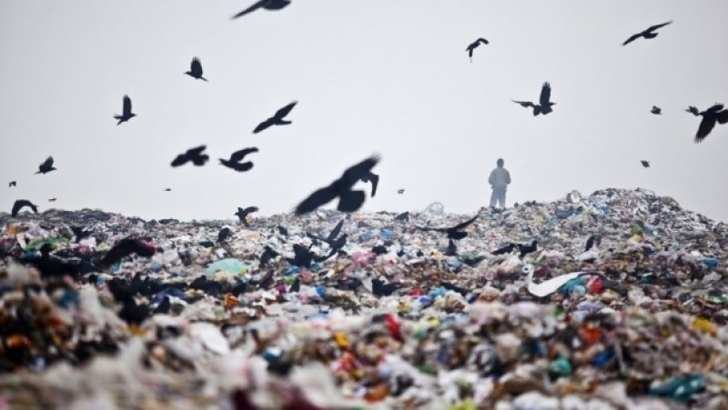 JUSTIȚIE: România, condamnată la CJUE pentru neîndeplinirea directivei referitoare la depozitele de deşeuri; 68 de gropi de gunoi neconforme nu au fost închise