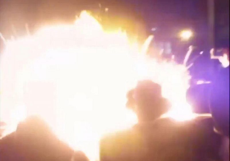 CANADA: Explozie urmată de un incendiu de proporţii la cea mai mare rafinărie. Flăcări uriaşe, vizibile de la mare depărtare