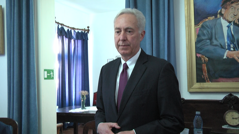 UN OASPETE SPECIAL: Ambasadorul SUA la București, în vizită la Sighet