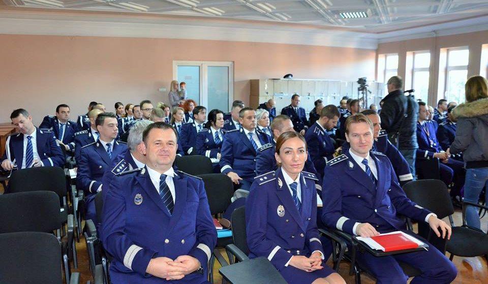 20 de poliţişti maramureşeni au fost avansaţi în grad