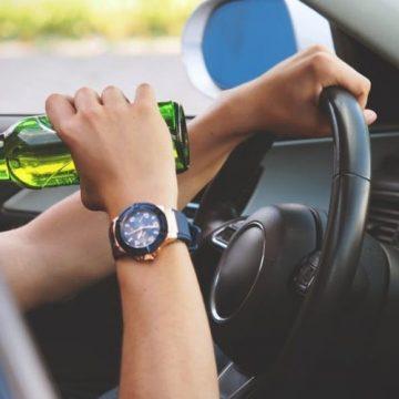Video|Un șofer și o șoferiță, prinși beți la volan