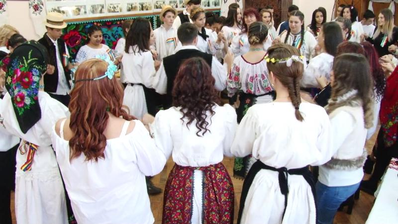 DE CENTENAR, LA UCECOM: Specialități tradiționale românești și coafuri cu împletituri specifice portului maramureșean