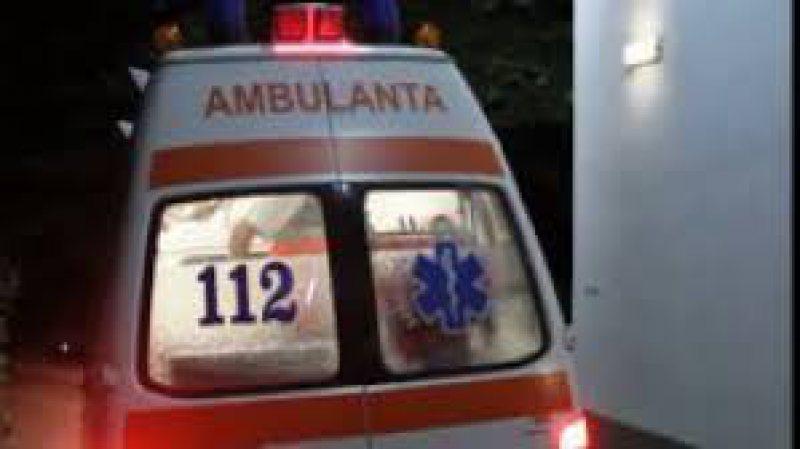 ACCIDENT: A intrat cu mașina în stâlp