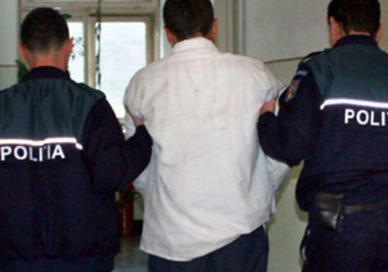 POLIȚIȘTII AU FOST MAI IUȚI: Trei hoți prinși după ce au luat-o la sănătoasa
