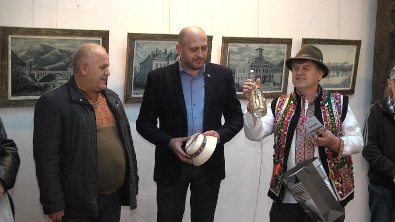 PORȚIA DE ARTĂ: Expoziție cu temă istorică la Muzeul de Etnografie