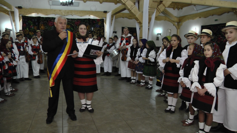 LANSARE DE ALBUM: Cântec, joc și voie bună la Petrova