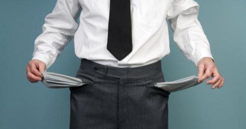 ÎNGRIJORĂTOR: Nu mai sunt bani de salarii în ministere. Peste 4.000 de posturi la stat vor fi desființate