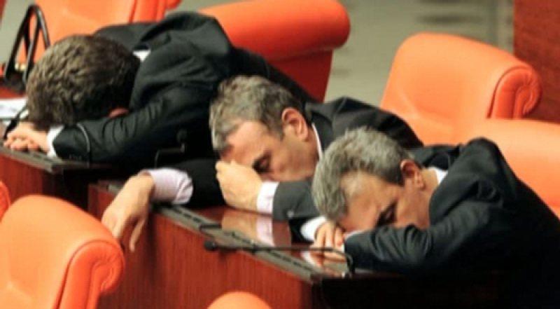 INIŢIATIVĂ ŞUIE: Parlamentarii au înregistrat un proiect de lege prin care bugetarii să aibă program până la ora 20.00