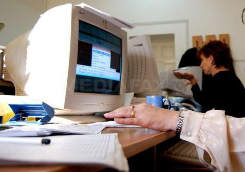 PROIECT: Protecţie pentru funcţionarii care mai au trei ani până la pensie