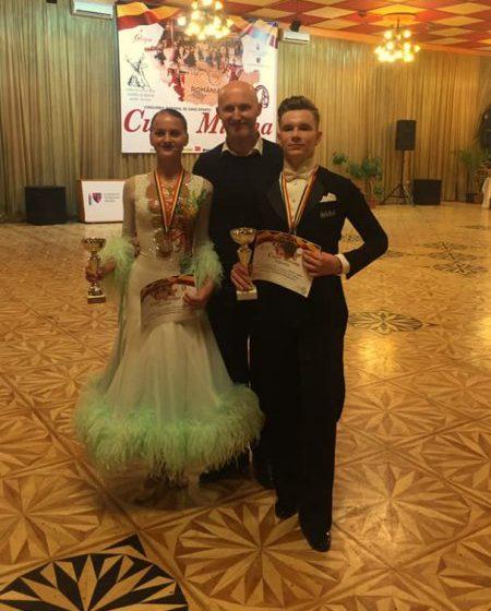 """REGHIN: O medalie de aur, una de argint și două calificări în finalele Concursului Național """"Cupa Mirona"""", pentru sportivii de la Prodance 2000"""