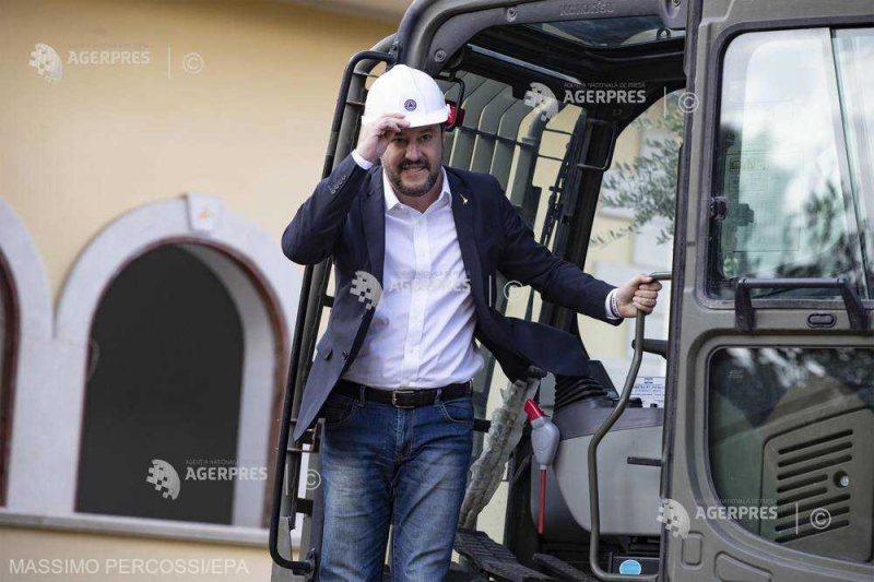 ITALIA: Salvini, urcat într-un buldozer, a dat personal startul demolării vilei unui clan mafiot