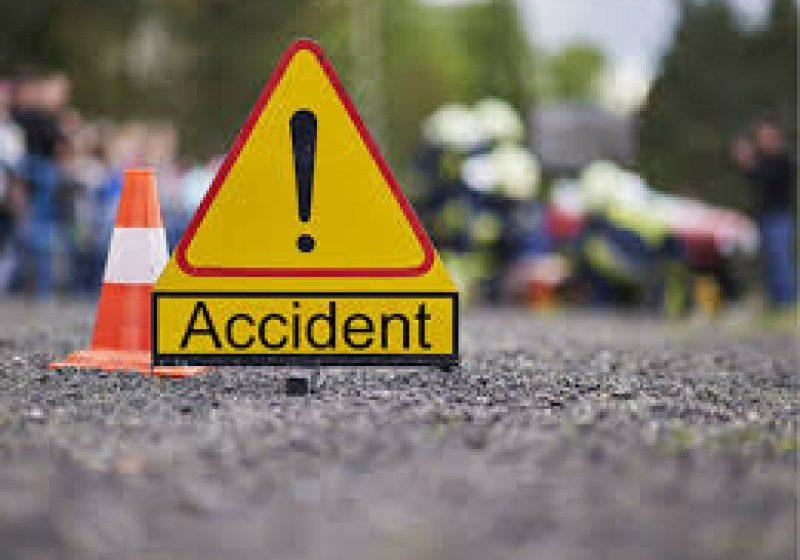 ACCIDENT: Trei persoane care împingeau o maşină condusă de un adolescent de 14 ani au fost rănite
