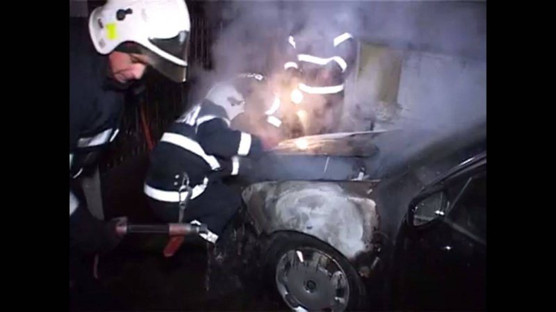 112: Un autoturism a luat foc, la Borşa