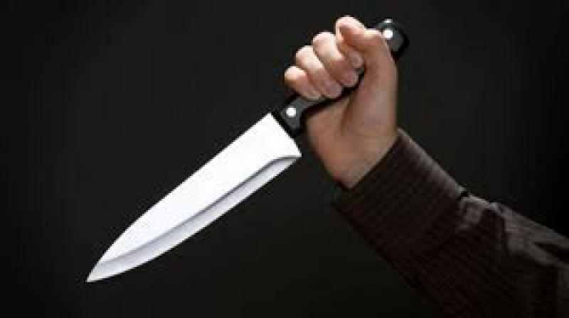 CONFLICT SPONTAN: Un tânăr a fost înjunghiat de tatăl lui