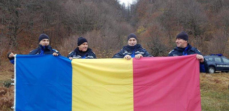 SPECIAL: Drapelul României, pe Pietrele Șoimului
