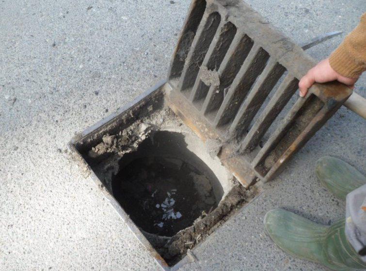 VITAL BAIA MARE: Acțiune de curățare și spălare a sistemului de canalizare în cartierele Vasile Alecsandri, Orașul Vechi și Valea Roșie