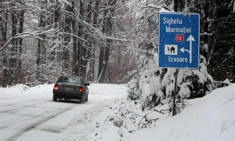 Circulație rutieră în condiții de iarnă în Maramureș