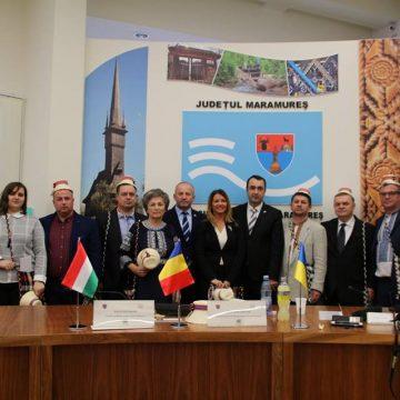"""Reprezentanți ai regiunilor din Ucraina și Ungaria, înfrățite cu județul nostru, prezenți la """"Crăciun în Maramureș"""""""