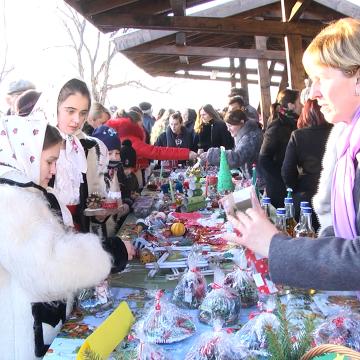 Video|Târgul caritabil de Crăciun de la Ocna Șugatag, un succes