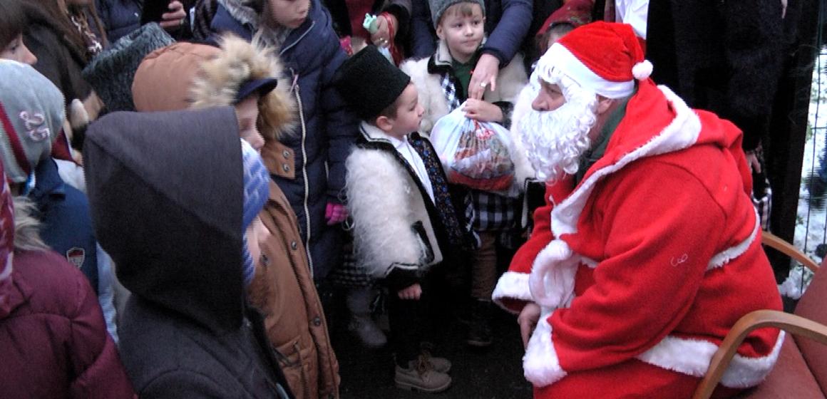 Moș Nicolae vine la copiii cuminți