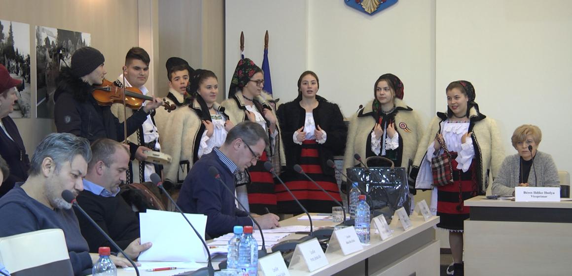 VIDEO | Consiliul Local a primit colindători