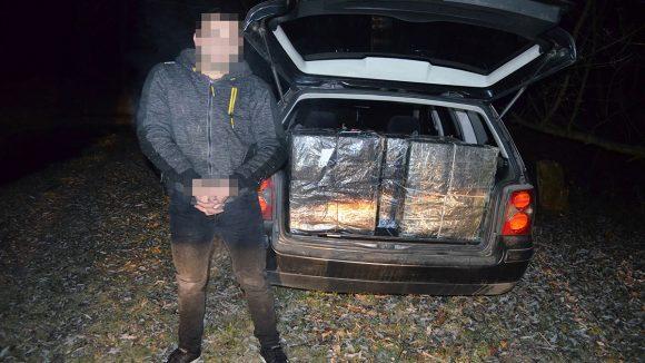Ţigări de contrabandă transportate cu drona, abandonate în cimitir