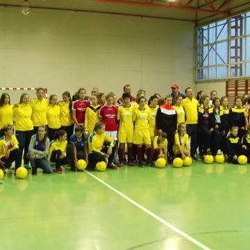 VIDEO | Fetele s-au întrecut la fotbal, la Cupa Moș Nicolae