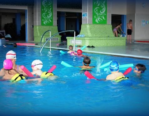 """Consiliul Județean Maramureș este partener în organizarea concursului de înot """"Moș Crăciun"""""""