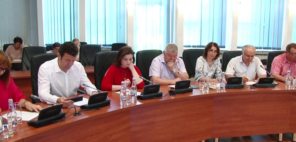 VIDEO | Se modernizează rețeaua electrică de pe Valea Usturoiului