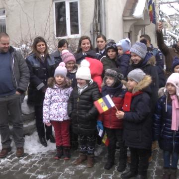 VIDEO | Moș Crăciun, luat cu mașina poliției