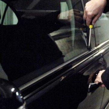 Video|Trei hoți care au furat mașini și bunuri din autoturisme au fost prinși