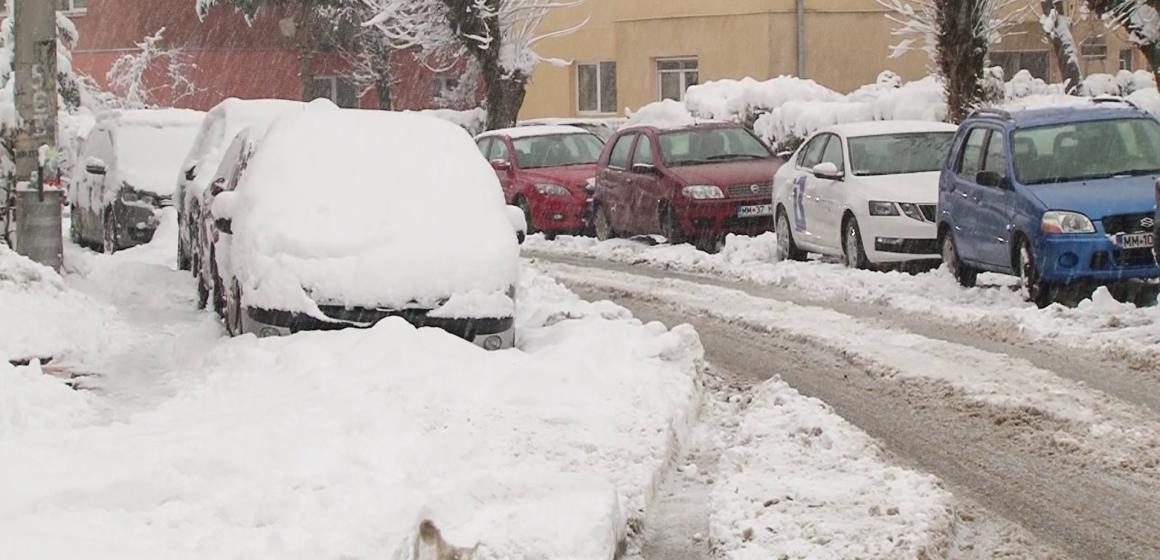VIDEO | Zăpada dă mari bătăi de cap