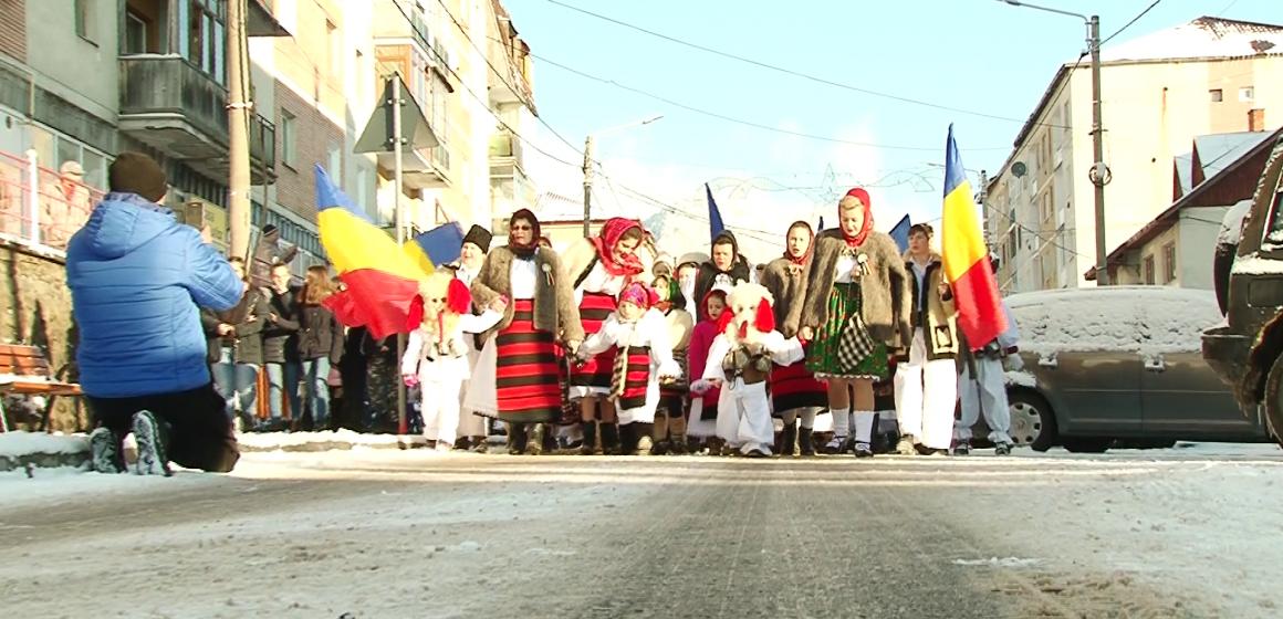 Video|Predare de ștafetă la parada brondoșilor