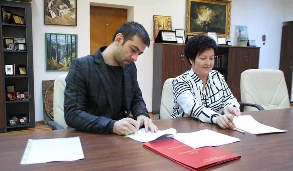 Președintele Gabriel Zetea a semnat contractul de management al Ludovicăi Rusu, managerul Spitalului de Boli Infecțioase