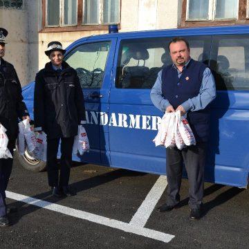 Jandarmii, ocrotitorii copiilor. Moş Nicolae a ajuns la Casa de tip familial nr. 2 Baia Mare