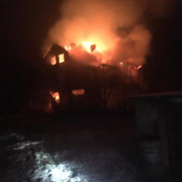 FOTO | Incendiu la Cicîrlău. Ard o casă şi un garaj
