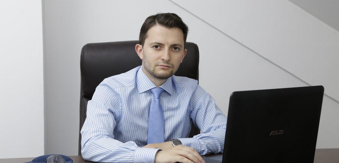 """VLAD DURUȘ (deputat USR): """"Economii pe spatele copiilor. Guvernul PSD-ALDE taie mierea de la copii"""""""