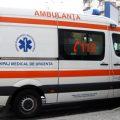 Două tinere rănite după ce mașina în care se aflau s-a izbit de un perete