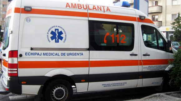 A ajuns la spital după ce a căzut, la coborârea din autobuz
