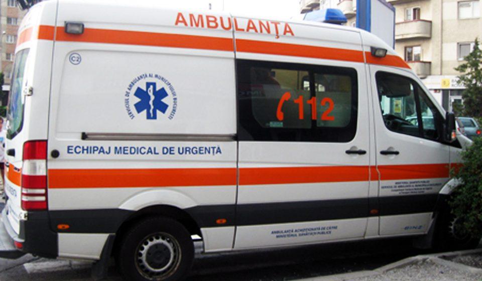 VIDEO | Două tinere rănite după ce mașina în care se aflau s-a izbit de un perete
